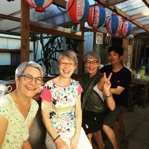 沖縄市の古民家安宿ごーやー荘。三線も聴ける雰囲気。ホテルとは違った宿泊スタイルで沖縄旅行を楽しむ。
