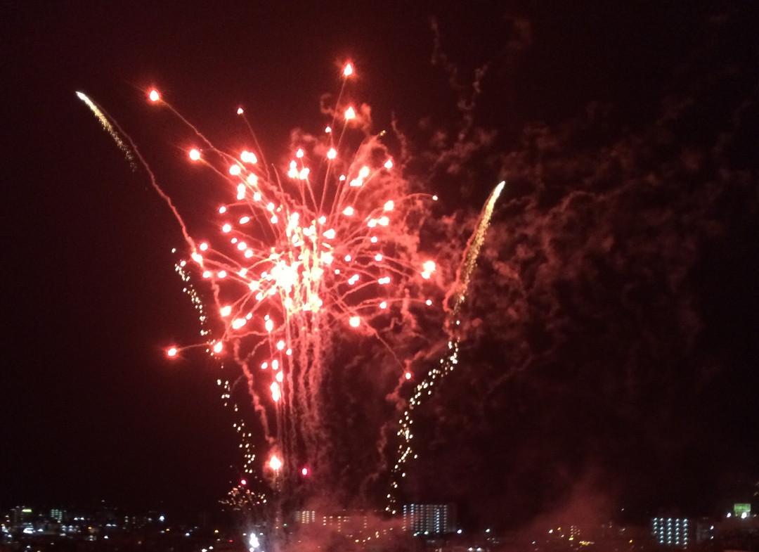 ごーやー荘の年末年始はカウントダウン花火、初日の出、初詣が楽しめます!