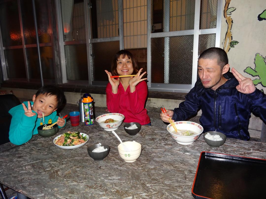 買ってきた沖縄食材で自炊も楽しむ。これも沖縄文化体験ですね。